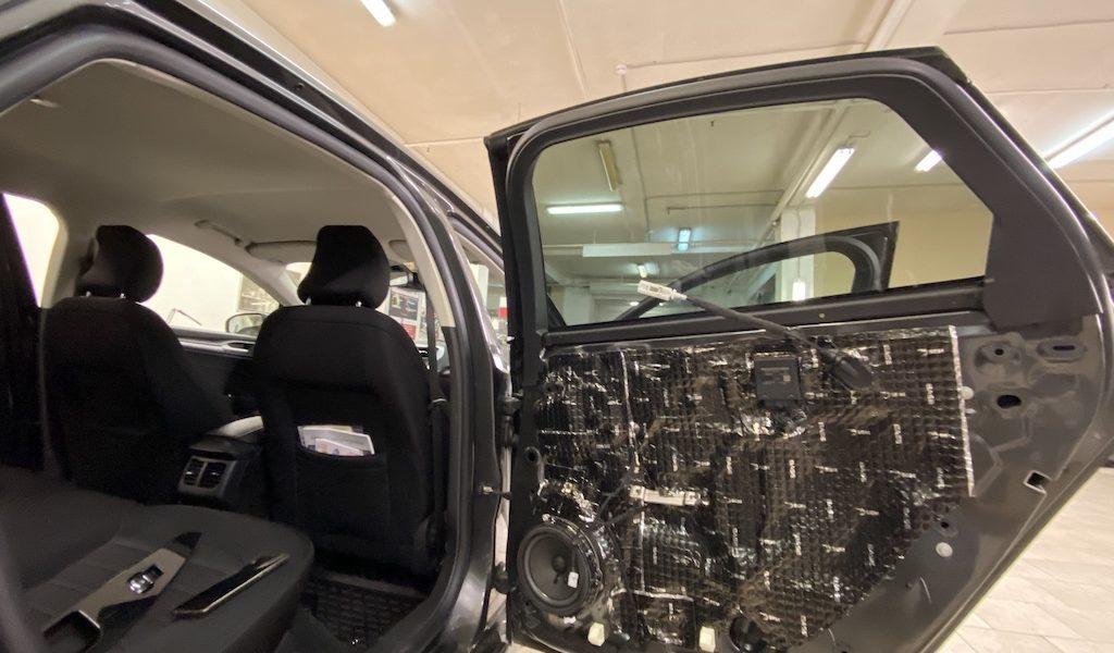 Шумоизоляция дверей автомобиля Ford Mondeo