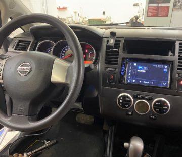 Установка головного устройства в Nissan Tiida