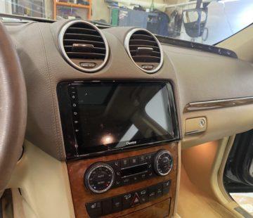 Установка головного устройства в Mercedes GL