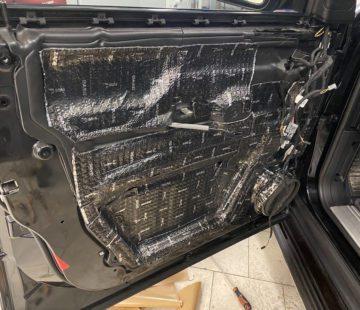 Шумоизоляция дверей Range Rover Vogue